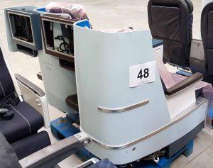 Flugzeugsitz Doppelbank KLM First Class Seitenansicht VAR2
