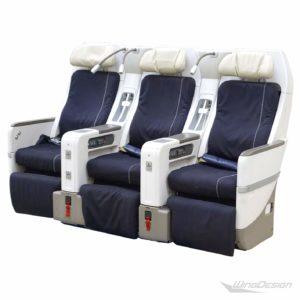 Flugzeugsitz 3er Sitzbank premium economy Vorderseite