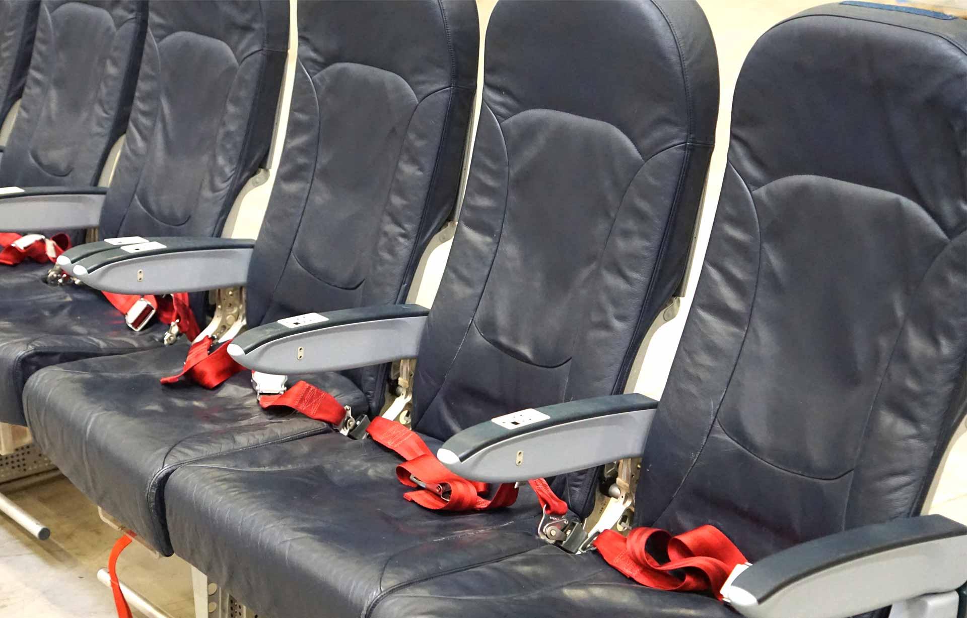 Flugzeugsitze als Bestuhlung