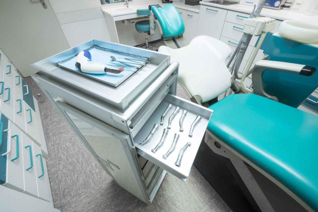 Flugzeugtrolley in der Arztpraxis