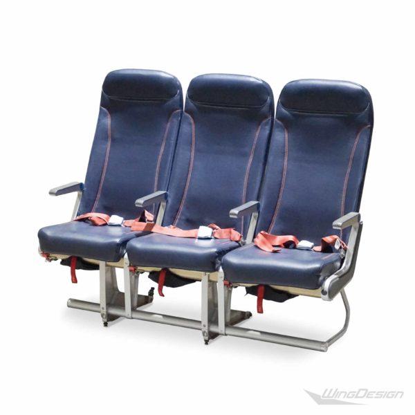 Flugzeugsitzbank Dreierbank dunkelblau aus einer Fokker-70