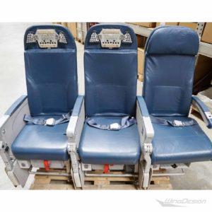 3er Flugzeugsitz Lederbezuege frontal