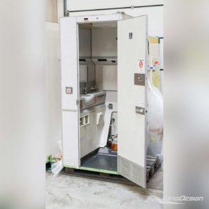 Flugzeugtoilette Lavatory WC - mit geöffneter Tür